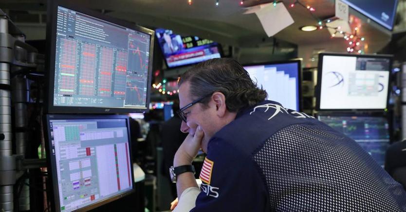 5ce52a6733 Il crollo di Apple (-10%) travolge Wall Street. Corsa a oro e yen, balzo  dello spread - Il Sole 24 ORE